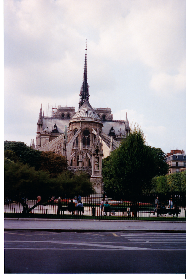 Photo of the back of Notre Dame in Paris