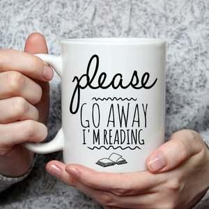 Coffee mug with slogan Please Go Away I'm Reading